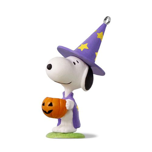 Hallmark Keepsake Halloween Decor Mini Ornament 2020 Year Dated, Peanuts Snoopy Trick or Treat Snoopy Miniature, 1.58""